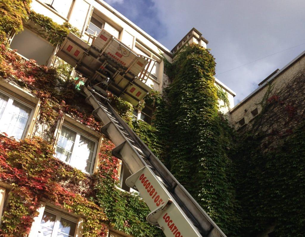 location monte charge Paris